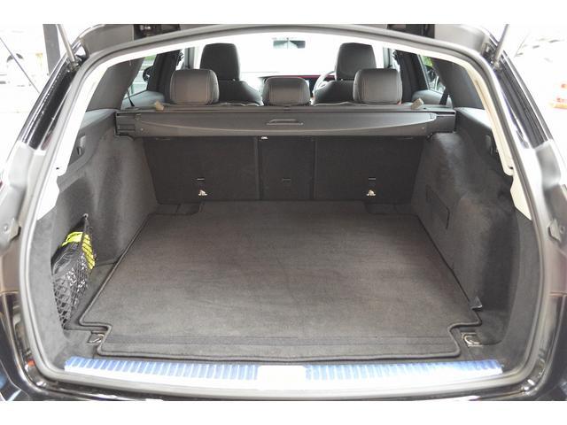 E400 4マチックステーションワゴンエクスクルシブ 新車保証継承 エアバランスPKG ヘッドアップディスプレイ 黒本革 フットトランクオープナー エアサス 4マチック 純HDDナビTV レーダーセーフティ(21枚目)