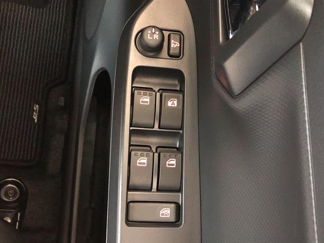 ボタン一つで、ミラーの開閉ができます。すれ違いの時や、パーキングの時にこすりにくくなりますよ!