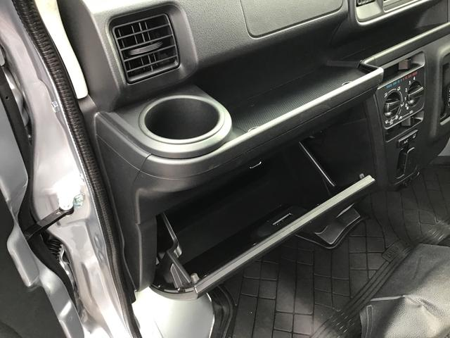 デラックスSAIII キーレスエントリー 後席スモークガラス 前席パワーウィンドウ オーバーヘッドシェルフ エアコン パワステ ABS エアバッグ LEDヘッドランプ 後部コーナーセンサー オートライト付き(18枚目)