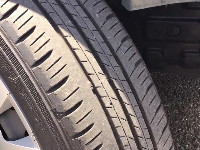 L SAIII キーレスエントリー オートハイビーム 前後コーナーセンサー アイドリングストップ機能 エアコン 運転席助手席エアバッグ ABS パンク修理キット フロアマット付き(7枚目)