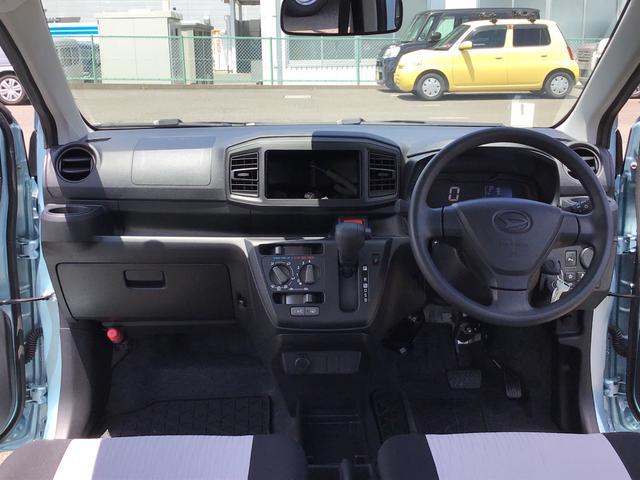 L SAIII キーレスエントリー オートハイビーム 前後コーナーセンサー アイドリングストップ機能 エアコン 運転席助手席エアバッグ ABS パンク修理キット フロアマット付き(10枚目)