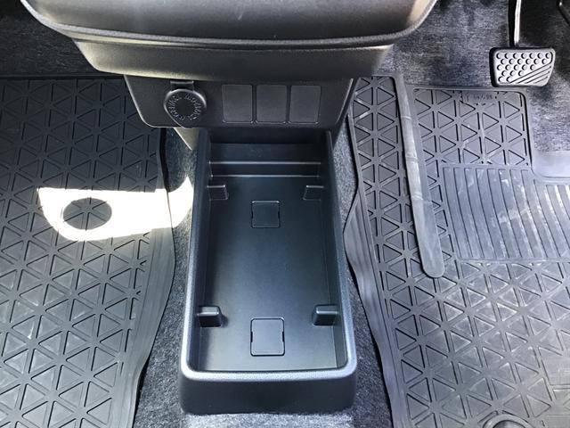 L SAIII キーレスエントリー オートハイビーム 前後コーナーセンサー アイドリングストップ機能 エアコン 運転席助手席エアバッグ ABS パンク修理キット フロアマット付き(17枚目)