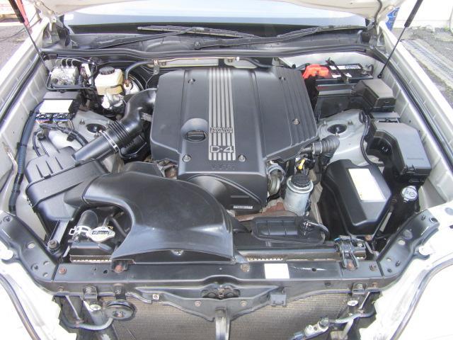 2JZ-FSE VVT-i(可変バルブタイミング機構) 水冷直列6気筒DOHC24バルブ 220ps(カタログ値)/5600rpm