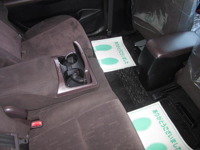 240F 3列7人乗り DVDビデオ再生対応HDDナビ フルセグTV CD約2000曲4倍速録音 バックカメラ スマートキー ETC HIDヘッドランプ フロントフォグ 新品タイヤ4本付 +-式CVT(13枚目)