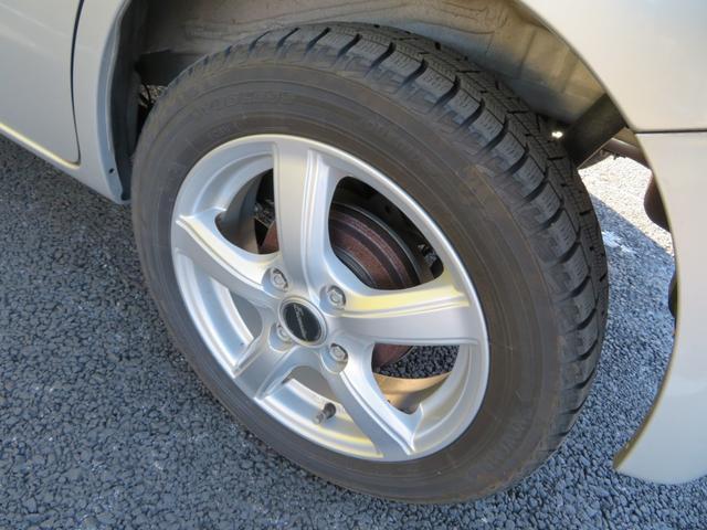 14インチ(径)アルミホイールで個性的に仕上がっています。タイヤとアルミをセットで購入すると高額になりますので社外アルミの付いたクルマはオススメです!