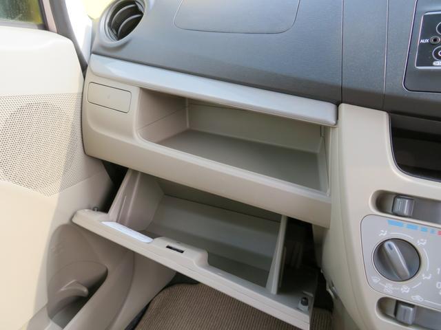 ちょっとしたところは収納ボックスにもなっています。軽自動車はサイズも決まっているので、収納が少ないと思っているアナタ!ご安心ください。さまざまなところに収納が隠れているんです♪