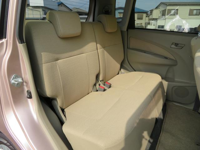 後部座席のスペースもしっかり確保しております。大人の方が乗るにも十分で、チャイルドシートをつけてもお子様の乗り降りもラクラクです。長時間ドライブも疲れにくそうですね。