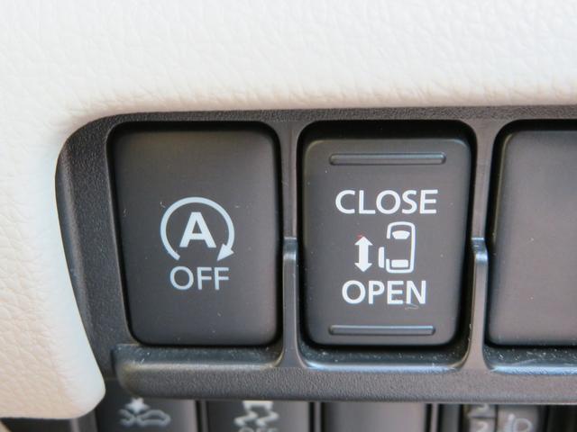 左側はパワースライドドアで、両手が荷物でいっぱいの時でもドアの開閉がラクラクです♪安全装置も付いているので、お子様の乗り降りも安心です。