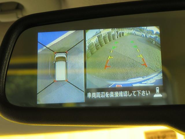 上から見下ろしたような画像が見れるアラウンド(全方位)モニター。前後左右を把握できる、すごい機能が装備されています!