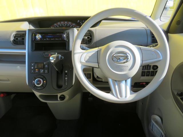 運転席はベントシートを採用していて広々ですね。インパネシフトですので足元をシフトが邪魔することもありません!