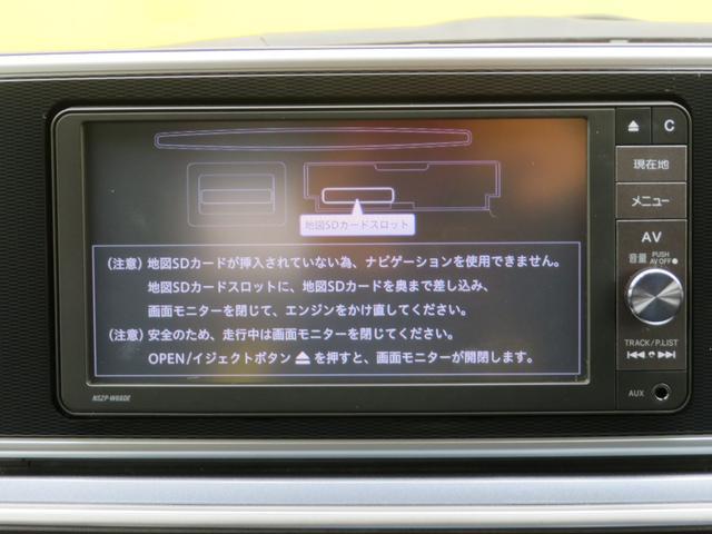 メモリタイプのナビが装備されております。今はDVDよりメモリタイプが主流です。容量はDVDと同等で、読込速度も速く、便利な機能も充実しております。TVも観れます。