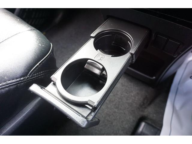 自社の関東運輸局認証工場【認証番号3-4924号】、国の指定を受けた自社工場で国家資格を持った整備士が整備付車検または、納車前点検整備プラス快適点検で快適カーライフをお届けします。