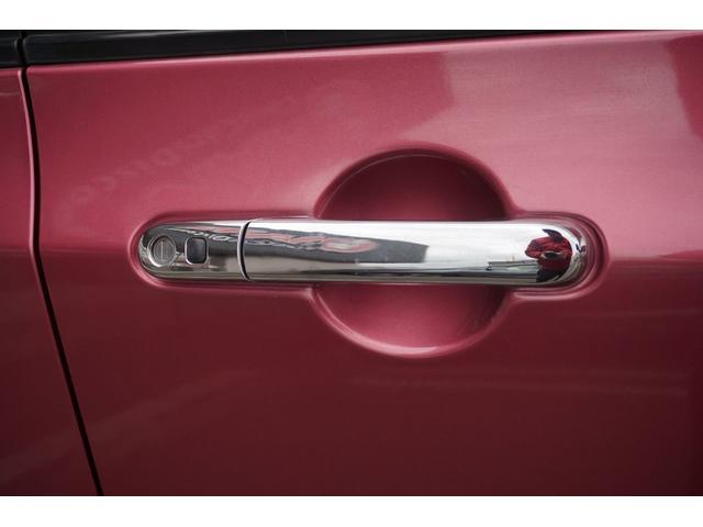 当社の車両には『安心して車選びをしていただく為に』お支払い総額を表示しております。税金、自賠責保険、リサイクル料金、登録費用が含まれております。管轄登録及び届出で店舗納車の場合になります。