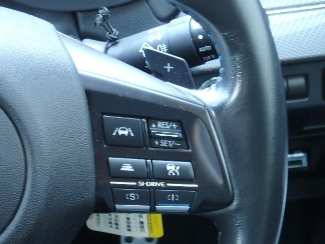 全車速追従クルーズコントロールの設定は、ステアリング内のスイッチで設定するだけ。簡単です。