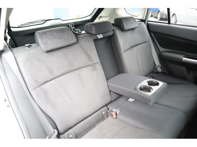 リヤシートは足元も広々♪ドアの開口面積も広いので乗り降りラクラク◎くつろぎの時間を過ごして頂けます