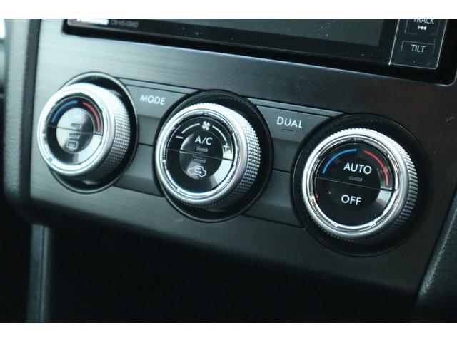 左右独立温度調整可能なオートエアコンで助手席も快適です!