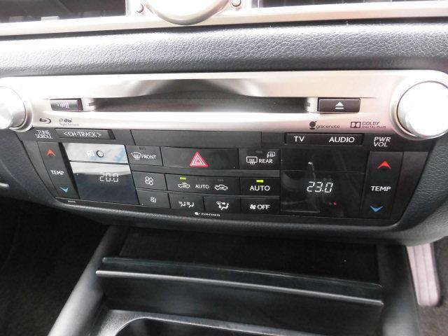 オートエアコン装備。温度設定ができて、室内快適ですよ