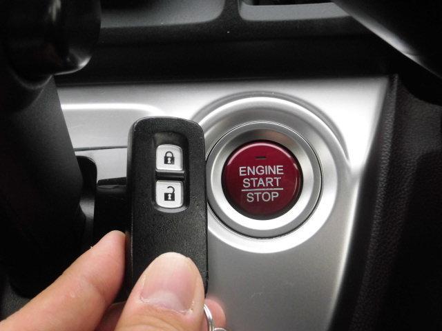 キーをポケットに入れたままでもエンジンON/OFF、ドア施錠/開錠可能♪便利なスマートキー付です♪