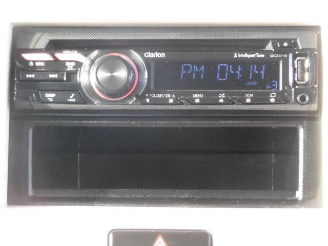 クラリオンのCDオーディオ搭載♪AUX/USB端子も付いています。