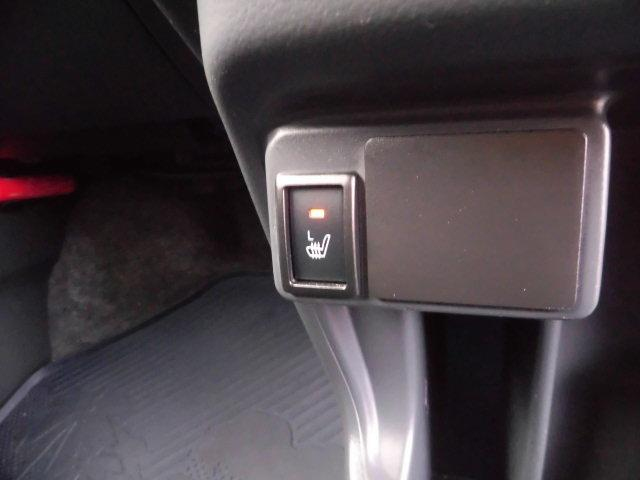 運転席と助手席はシートヒーター機能も装備♪