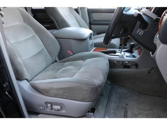 運転席は目立った汚れもなく綺麗に保たれております☆お問い合わせはお気軽にランクルJEEP千葉北店へご連絡ください♪店舗の公式LINEもやってます☆043-259-3663
