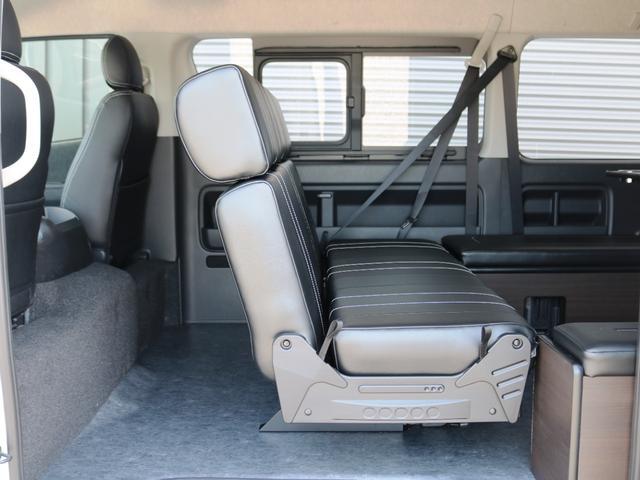 GL 10人乗り3ナンバー登録 ガソリン2WD ローダウン 17インチアルミホイール ナビ ETC フルフラットベッド展開 脱着式センターテーブル 3人掛けシートセカンドシート 床張り(28枚目)