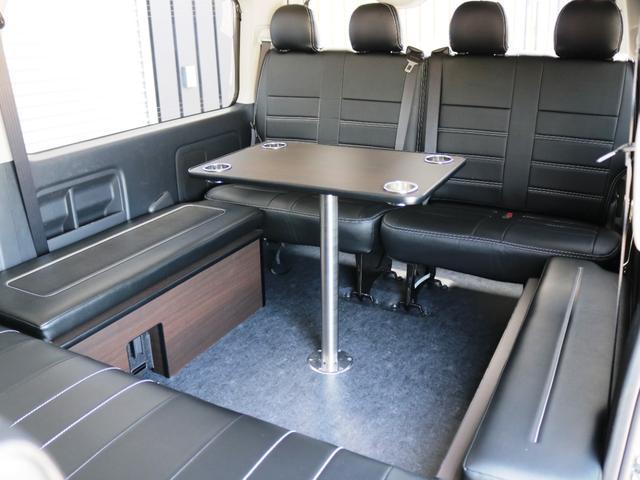 GL 10人乗り3ナンバー登録 ガソリン2WD ローダウン 17インチアルミホイール ナビ ETC フルフラットベッド展開 脱着式センターテーブル 3人掛けシートセカンドシート 床張り(31枚目)