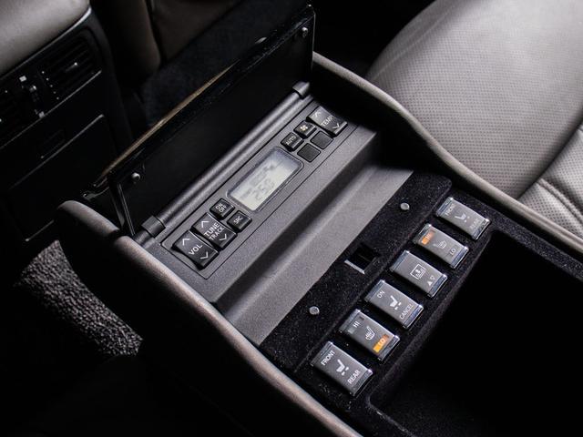 370VIP 禁煙車 黒本革シート エアシート シートヒーター レーダークルーズコントロール アラウンドビューモニター シートメモリー 全席パワーシート LEDライト Bluetoothオーディオ ETC(3枚目)