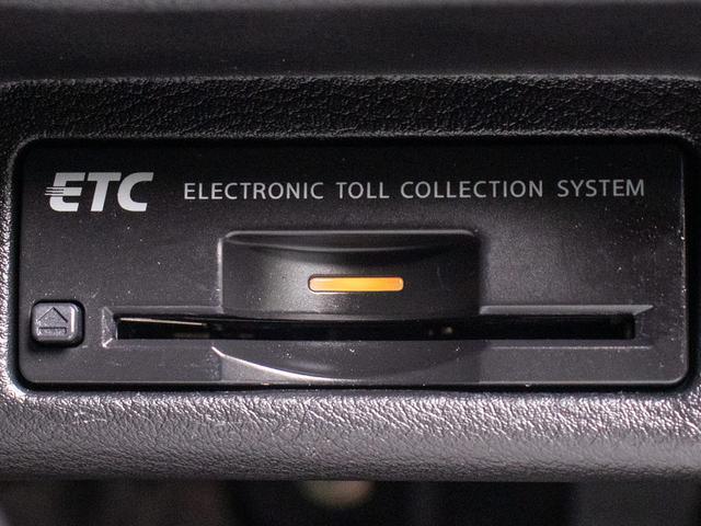 200GT-tタイプP ワンオーナー 黒革シート シートヒーター SDナビ LEDヘッドライト DVD再生 フルセグ地デジ プリクラ レーダークルーズコントロール アラウンドビューモニタ(18枚目)