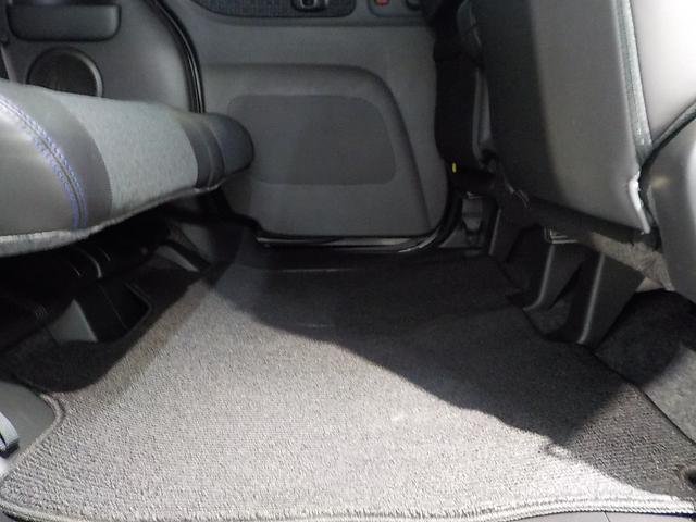 足元も広く作られておりますのでロングドライブも快適です!