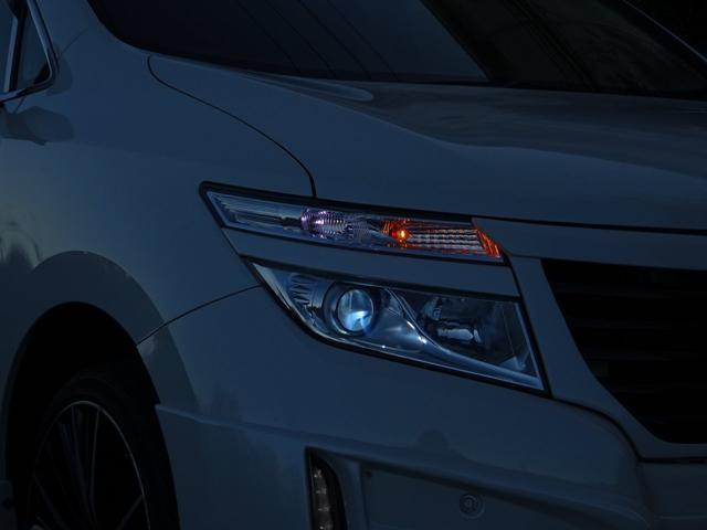ナイトショットもカッコイイ!☆HIDライトで、夜間走行も明るく運転しやすい!☆ウインカーミラー付きなので安全性も◎やはり、ホワイトで輝かしい光線は見た目もカッコいい!☆高級車ならではの見た目と装備!