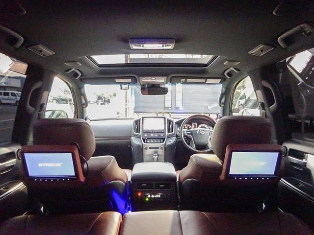 文句無!全部付きの車内は、高級感を醸し出しております☆サンルーフに本革シートTCマルチビューナビ・プレミアムサウンド・後席モニターや安心装備!のプリクラッシュ・レーダークルーズ・LDA・BSMなど満載