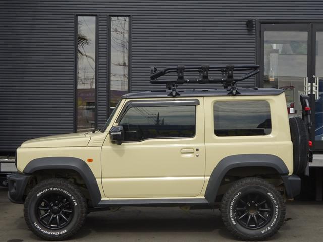 JC 1オーナー・MT車・4WD・リフトアップ・BFホワイトレタータイヤ・2トーンカラー・ルーフキャリア・LEDライト・安全装備・SDナビ・TV・BT音楽・ETC・シートヒータ・USB・LEDヘッド/フォグ(6枚目)