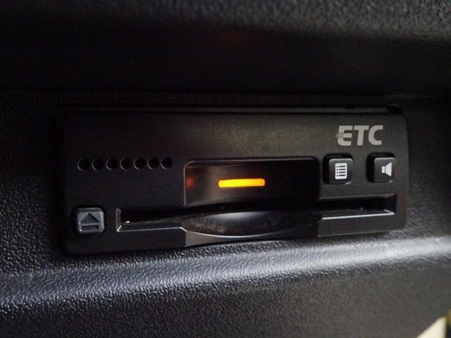 JC 1オーナー・MT車・4WD・リフトアップ・BFホワイトレタータイヤ・2トーンカラー・ルーフキャリア・LEDライト・安全装備・SDナビ・TV・BT音楽・ETC・シートヒータ・USB・LEDヘッド/フォグ(15枚目)