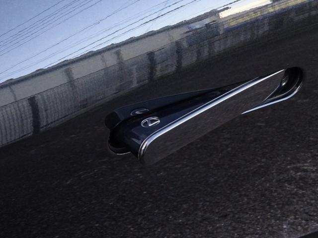 LC500h 1オーナー・ハイブリッド・アルカンターラ本革・OP21AW・カーボンルーフ・スピンドルグリル・3眼LEDヘッド・リアフォグ・大型SDナビ・地TV・Bカメラ・ETC2.0・安全装備・BSM・低走行(7枚目)