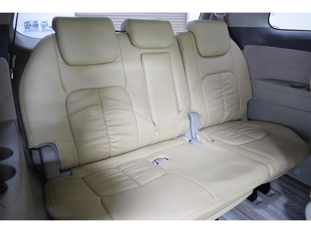 サードシートは電動格納!スペースの確保も楽々です♪