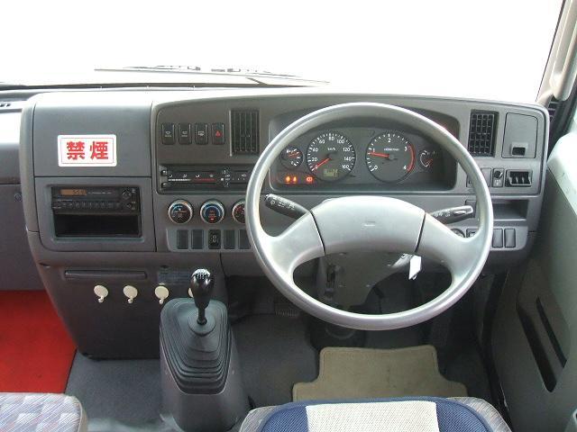 操作性も良いパネル周り!乗用車に近い作りで分かり易いですネ!弊社フリーダイヤル0066-9706-9697 お気軽にご連絡下さい!