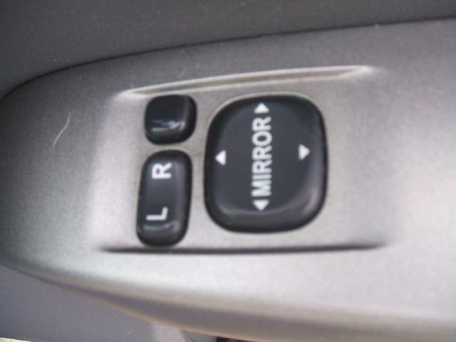 ボタン一つで、ミラーの開閉が出来ます。便利ですよねぇ〜!