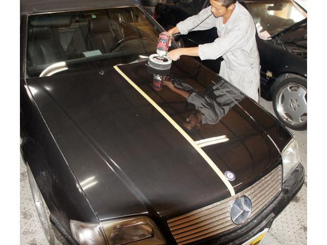 弊社では車両購入時に施工証明書付『ボディーガラスコーティング』を推奨させて頂いております。磨き専門のスタッフにより一台一台丁寧に磨きあげた車は『艶』『光沢』『耐久性』の強いボディへと生まれ変わります。