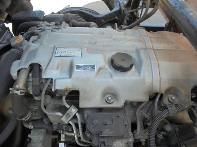 エンジン形式は4M50のディーゼル車です。