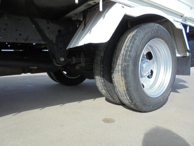 ちょっとこの状態からは見えずらいですが、タイヤの状態はとても良いです。