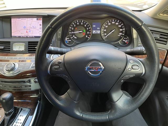 運転中でも操作可能なステアリングコントローラー。オーディオの操作、クルーズコントロール操作も楽々。