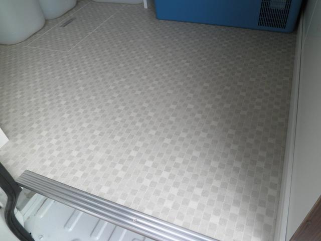 床は清潔感のある模様のCF張りです!新品綺麗!!お掃除も楽にできます