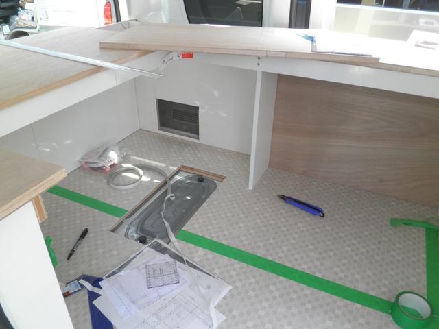 制作途中画像になります。キッチン部は当社にて1から制作しております。