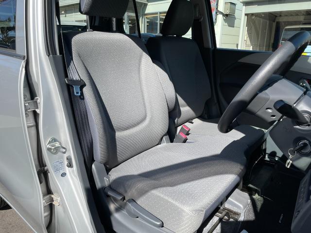 運転席は高さ調整機能付きです。