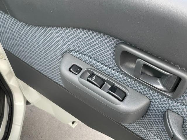 運転席、助手席ともパワーウィンドウになります。