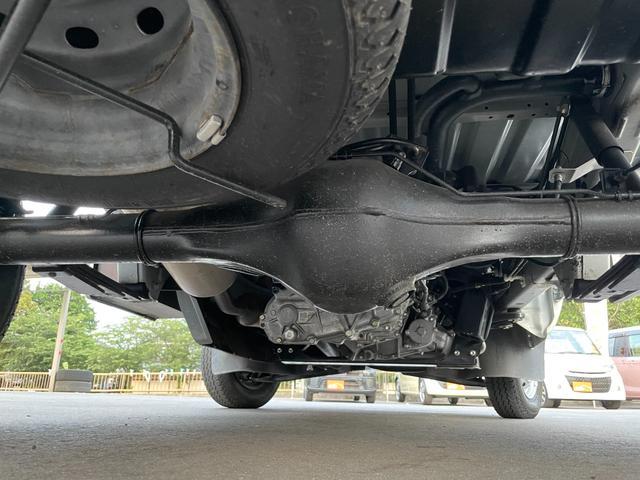 下回りも錆もなく綺麗です。スペアタイヤ搭載なのも安心です。