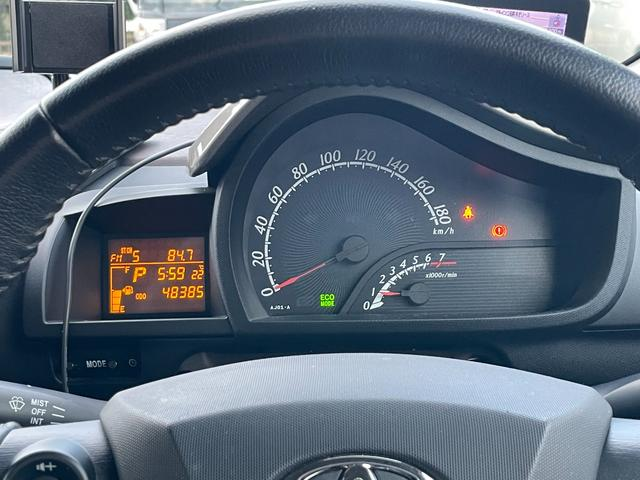 走行距離はまだ48000キロ台です。センターにスピードメーター、タコメーターと視認性も良いデザインです。