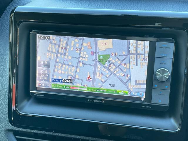 カロッツェリア製のHDDナビになります。CD、DVD再生、Bluetooth対応でミュージックサーバーも搭載している便利モデルです。