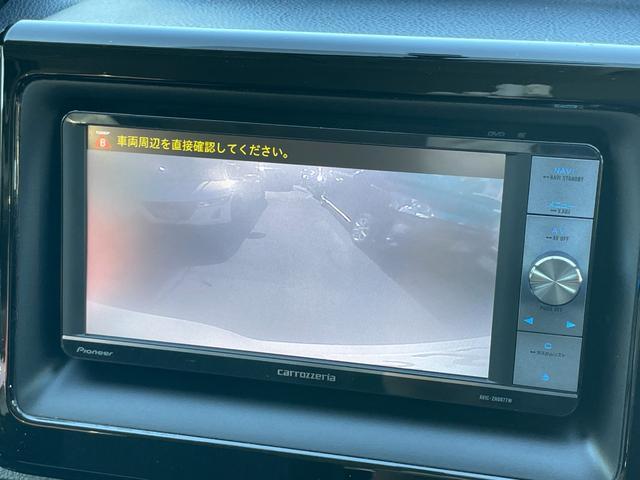 バックカメラも装着されているのでぎりぎりの駐車等も安心です。
